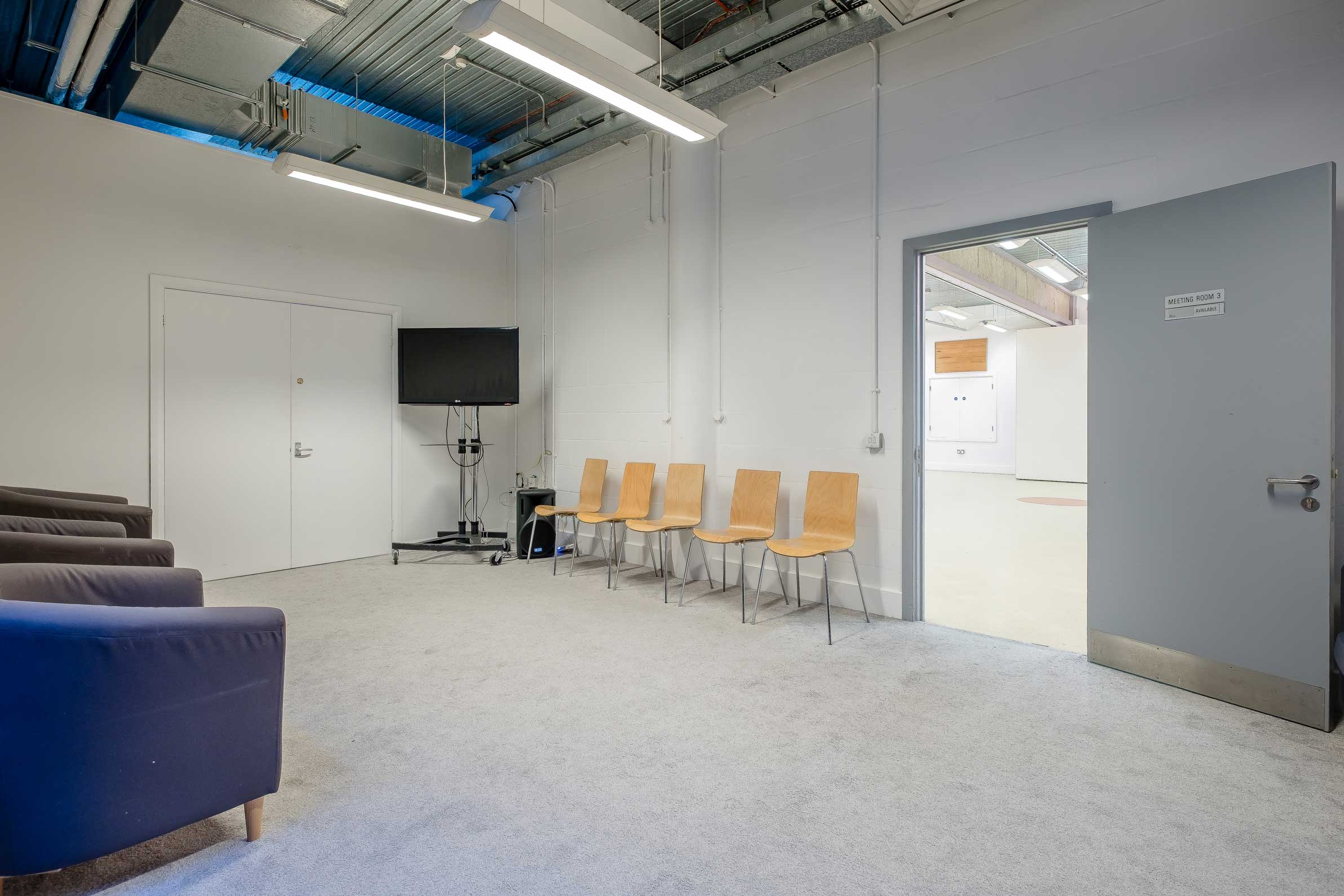 Meeting Room 3 with tv and chairs